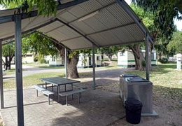 Sheltered BBQ Areas - Pink Lake Tourist Park